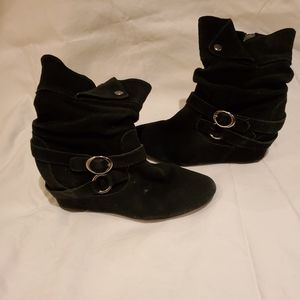 White Mountain Black suede ankle boots
